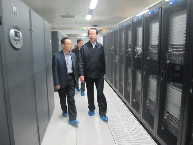 石家庄市市长王亮领导一行参观物联网大厦金石机房商务云数据中心