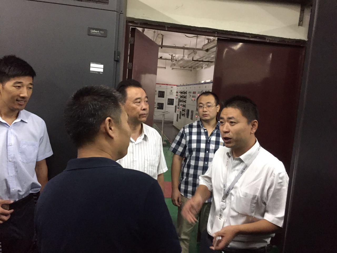 河北商务局领导莅临参观河北万博官网man手机登陆信息技术有限公司